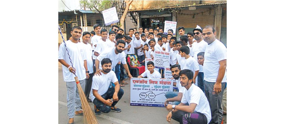 Activist Ankur Dhengle (in the first row second from right) of Enjoy Mitra Mandal and Swarajya Mitra Mandal along with other members during a cleanliness drive  in Mundhwa.