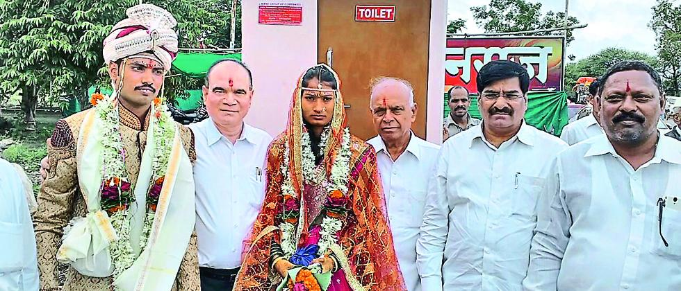 Ramdas Mane (second from left) gifted a thermocol toilet to to a newly wed couple.
