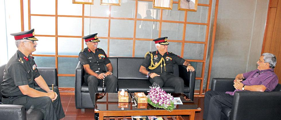 Southern Army Commander Lt Gen DR Soni interacting with Goa chief minister Manohar Parrikar