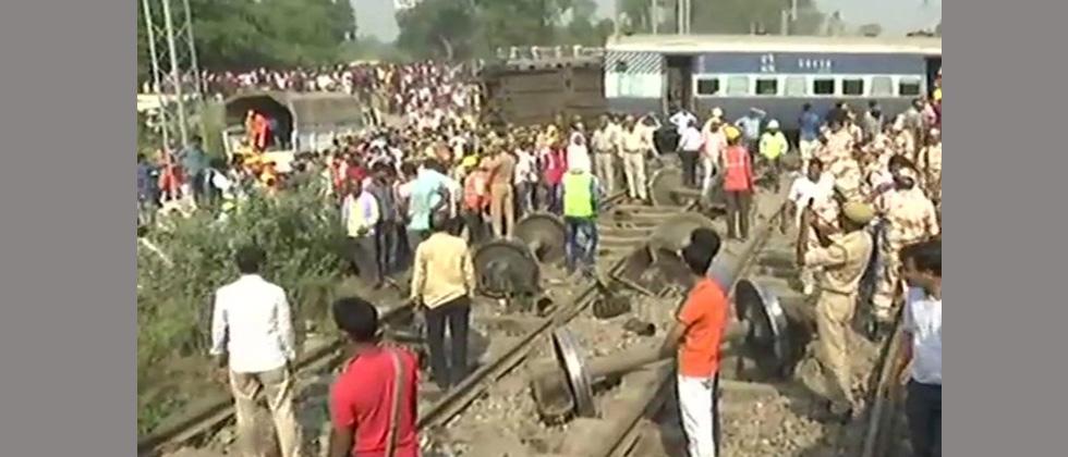 Seven killed as New Farakka Express derails near Rae Bareli in Uttar Pradesh