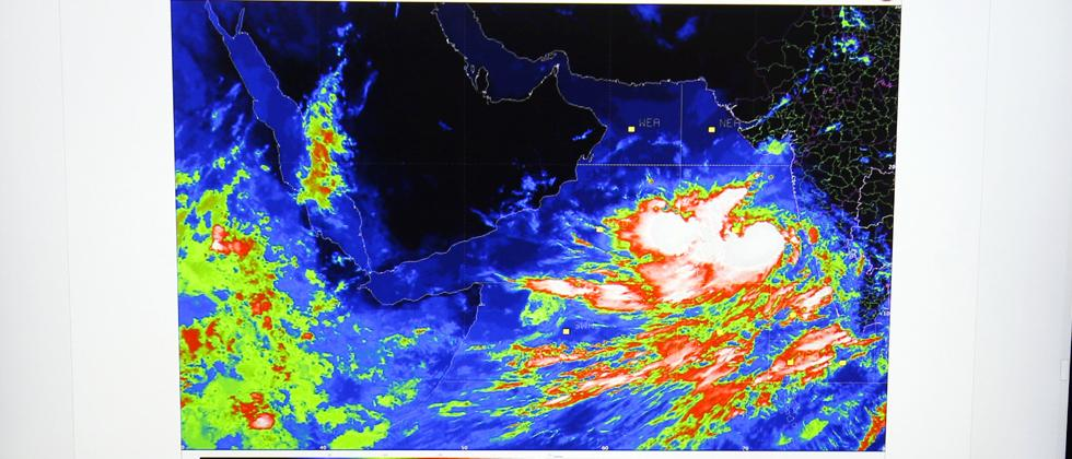 Cyclone Vayu: Guj on alert, people from coast to be evacuated