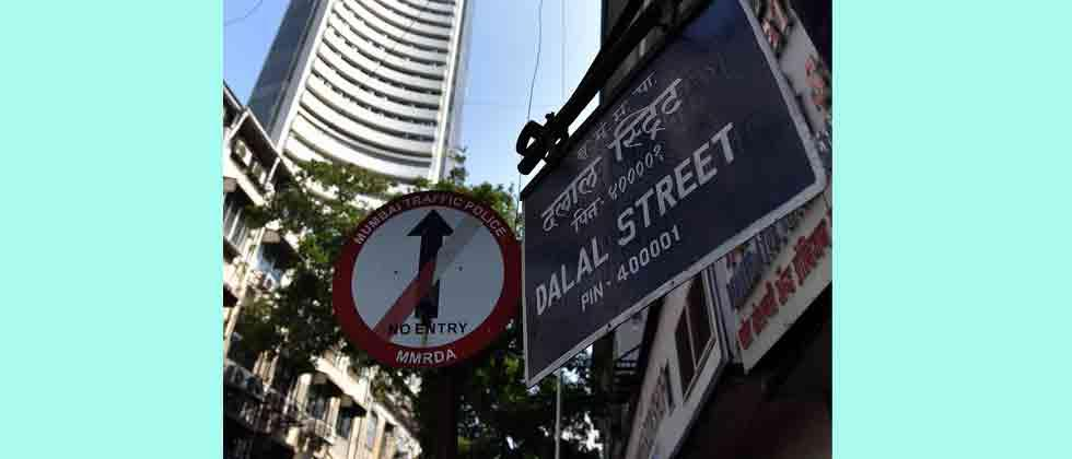Sensex zooms 425 pts amid global rebound; RIL shines