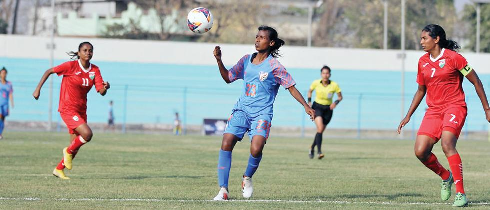 India begin SAFF title defence with resounding victory over Maldives