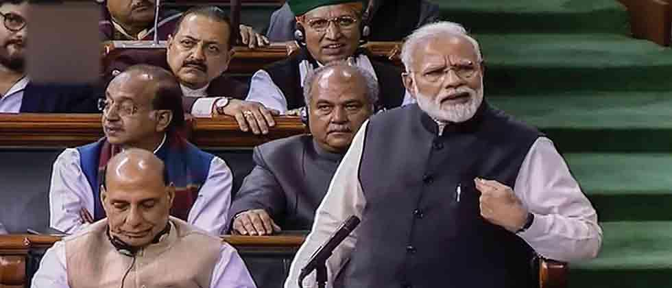 People don't want 'mahamilavat' govt, says PM; slams Cong