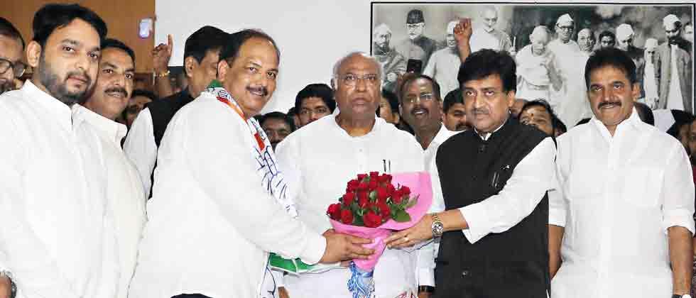 Pravin Gaikwad, Maratha leader, joins Congress