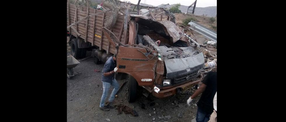 17 dead, 15 injured in an accident at Khambatki Ghat