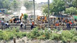 Railways remove huts at Pimpri station to lengthen platforms