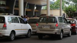 Commercial vehicles picking up passengers at airport to be charged