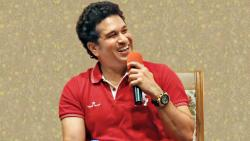 Sachin Tendulkar talking about fit and healthier India during the 'Mission Young and Fit India' event organised by SPPU at IUCAA