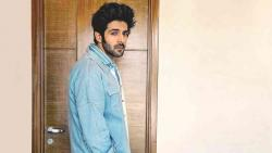 Kartik Aaryan urges people to free nation from violence against women