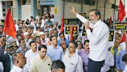 BSNL Employees' Union holds rally against govt