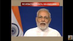 PM Narendra Modi interacting with Digital India beneficiaries. Photo: Twitter/@_DigitalIndia