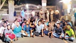 Protesting students call off strike