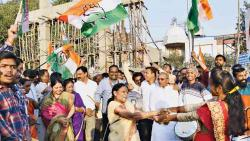 Cong Bhavan erupts in celebration