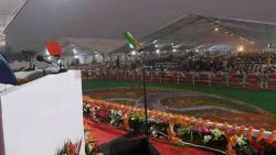 "Modi dares Congress to make an ""outsider"" party president"