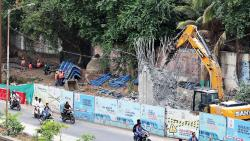 Citing quality issue, MahaMetro demolished upper part of a pillar in Mutha river bed near Deccan area