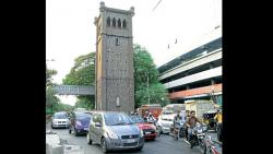 The Wakdewadi area faces frequent traffic jams due to class-I heritage structure. The construction of flyover has not solved the problem