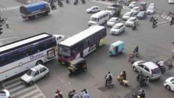 Crackdown against vehicles obstructing traffic in city