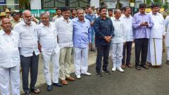 JD(S)-Cong govt under threat as 14 MLAs submit resignation