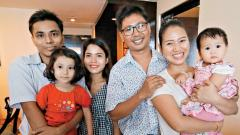Reuters journalist Wa Lone (3R) poses with his wife Pan Ei Mon (2R) and daughter along with his colleague Kyaw Soe Oo (L) carrying his daughter and his wife Chit Su Win after being freed from prison in a presidential amnesty in Yangon.