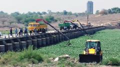 Civic body starts work of removing hyacinth