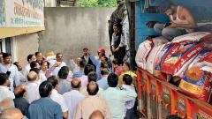 Labourers in Market Yard start indefinite protest