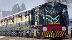 Pak stops Samjhauta Express at Wagah, Indian crew escorts train to Attari