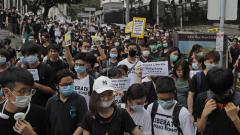 Thousands rally to support Hong Kong police