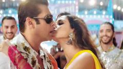 Salman breaks his 'No-Kissing policy'