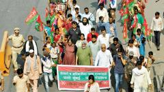 Over 20,000 farmers on protest march to Mumbai