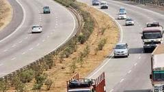 Height barriers fail on Pune-Mumbai E-way
