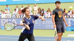 Carolina makes Amritraj swoon as she steps on to tennis court
