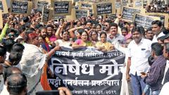 Protests halt traffic on Pune-Mumbai highway