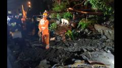 6 killed in Ambegaon after wall collapsed
