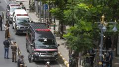 Thai investigators cordon-off an area in which an explosion injured people in Bangkok, Thailand, on Friday.